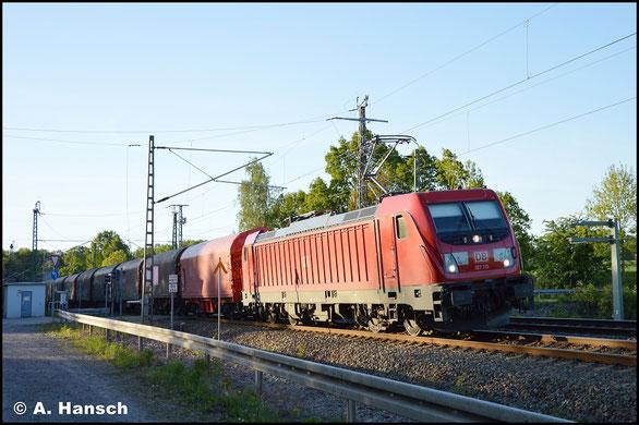 187 115-1 durchfährt im letzten Licht des 6. Mai 2018 mit EZ 51623 (L.-Engelsdorf - Zwickau) Chemnitz-Furth