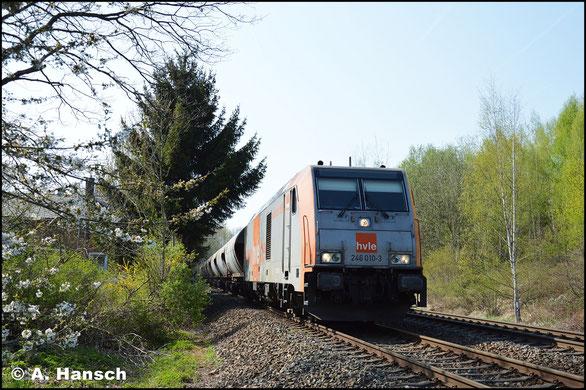 Am 19. April 2018 durchfährt 246 010-3 mit einem Zusatzkalkzug Chemnitz-Borna und hat ihr Ziel Chemnitz-Küchwald Gbf. fast erreicht