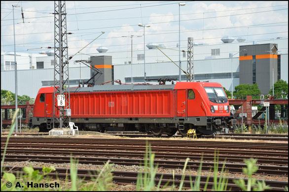 Am 19. Juni 2019 hat 187 119-3 gerade einen Zug aus dem VW-Werk in Mosel rangiert