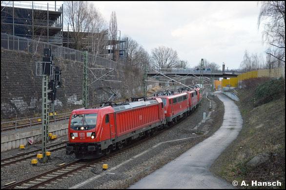 187 173-0 überführt am 7. März 2020 drei Loks der BR 111 von Nürnberg nach Leipzig-Engelsdorf, wo diese z-gestellt werden. Kurz vor Chemnitz Hbf. entstand dieses Bild