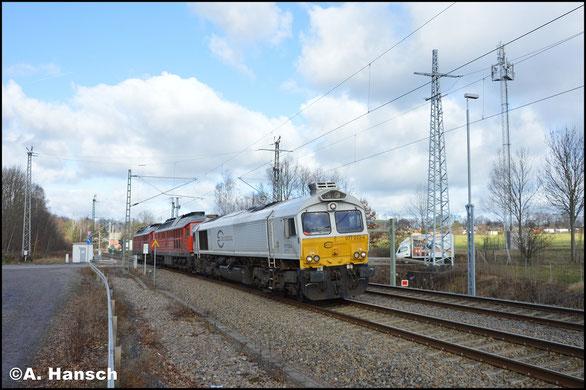 Am 30. Januar 2018 zieht 077 033-4 den Lokzug T 66366 mit 233 698-0 und 233 321-9 von Cottbus nach Nürnberg. In Chemnitz-Furth konnte die Fuhre dokumentiert werden