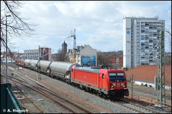 Am 07.04.2021 hat 187 183-9 mit dem EZ 51716 gerade den Hp Chemnitz-Süd hinter sich gelassen