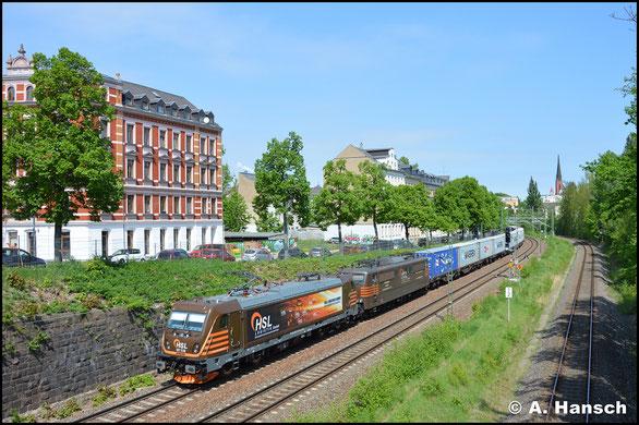 Mit Containerzug und vor Wagenlok 151 017-1 durchfährt 187 538-4 am 4. Mai 2018 die Chemnitzer Stadtlage
