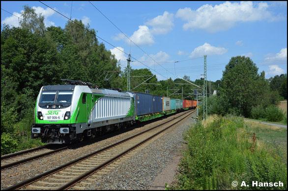 Inzwischen für die SETG im Einsatz, durchfährt 187 009-6 mit Containerzug-Umleiter am 18. Juli 2019 Chemnitz-Furth