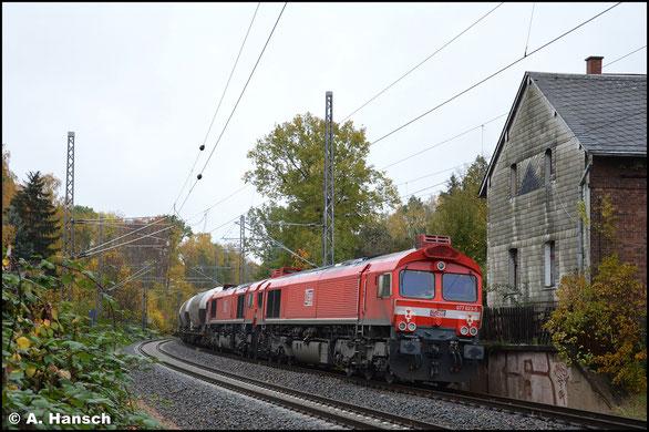 Im MEG-Rot sehe ich die Lok am 31. Oktober 2020 als Wagenlok am CEMEX. In Chemnitz-Furth klickte der Auslöser