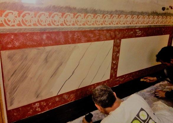 Restauració patrimonio arquitectonic. estuc al foc  en Gracia.  Rehabilitación comunidades propietarios. Estuco a la cal tradicional planchado al fuego.