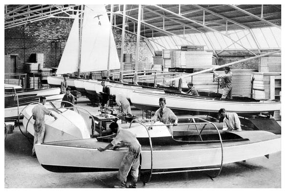 Valken in aanbouw bij de Bruynzeel fabrieken, voorjaar 1940