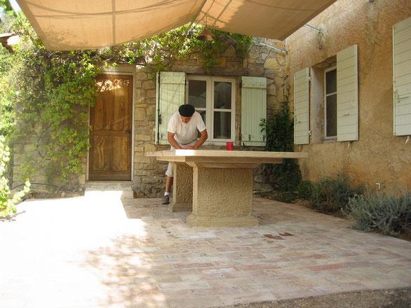 table -pierre-taille—exterieur-cotignac-var-83