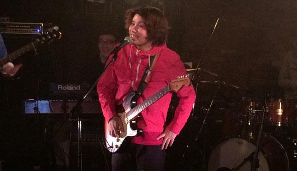 ツキミタイヨウのギターボーカル「いっぺい」のライブ中MCシーン