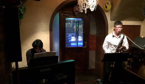 山岸 友和さんがサックス、高橋 真さんがピアノのjazzライブ