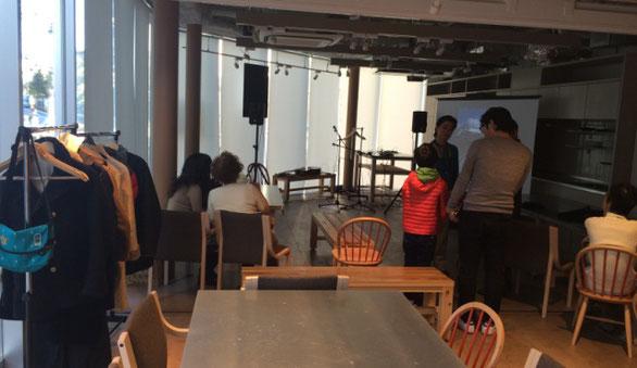 カフェレストラン「品川Ours」の店内の様子
