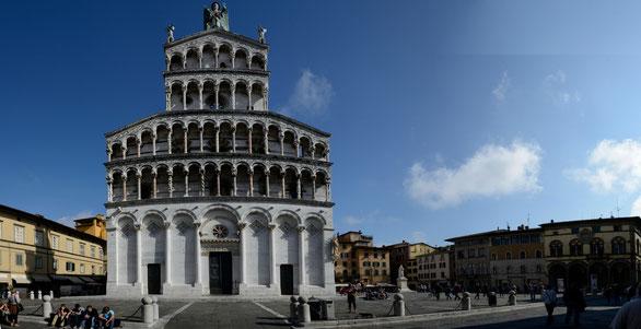 Freihand Panorama,Domplatz Lucca, Toskana