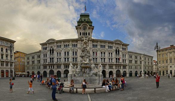 Freihand Panorama, Rathaus Triest, Venezien