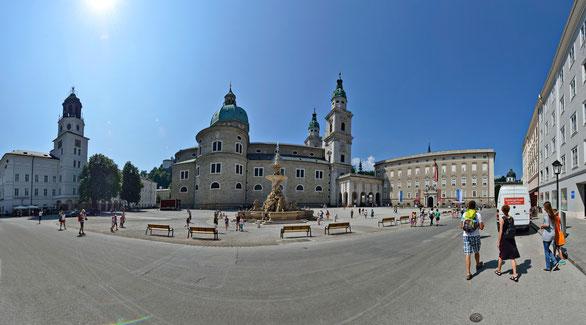 Freihand 180° Panorama, Mozartplatz Salzburg, Österreich
