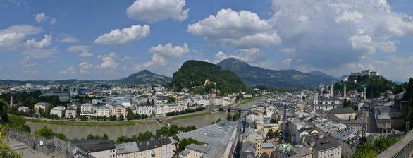 Freihand 180° Panorama, Blick auf den Inn von der Terasse Moderne Kunst, Österreich