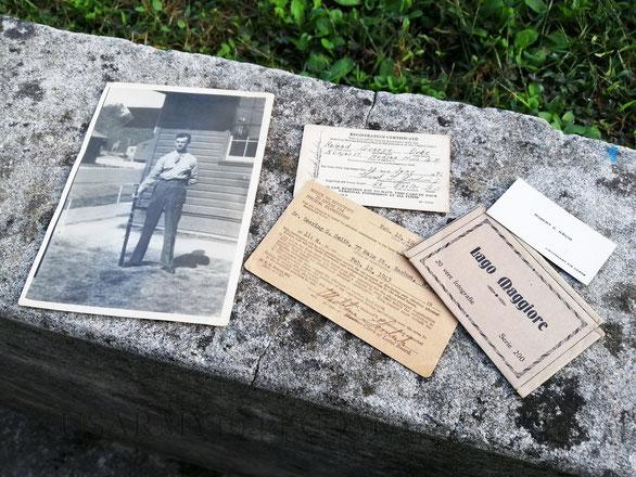 La foto di Roland appena arrualato, alcuni ricordi dell'Italia e piccoli documenti.