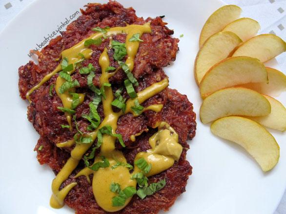 Beatrice Winkel - Rote Bete Kartoffel Puffer mit Erdnuss-Curry-Creme