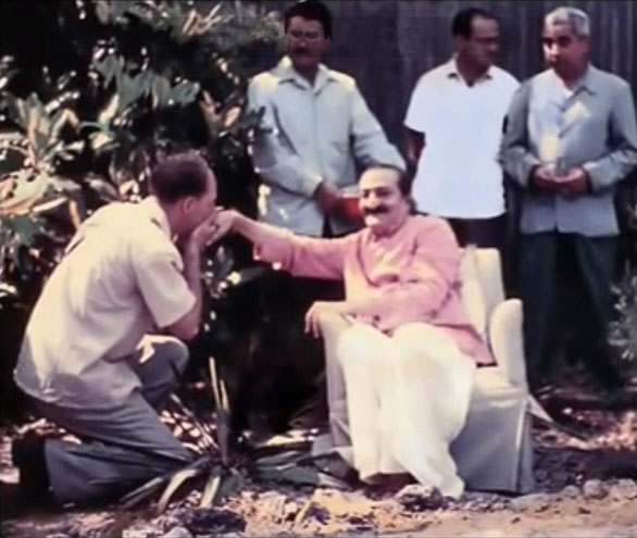 1958 : Darwin Shaw kissing Baba's hand inside the compound. The men mandali behind Baba are ; ( L-R ) Eruch Jessawala, Nariman Dadachanji and Adi K. Irani
