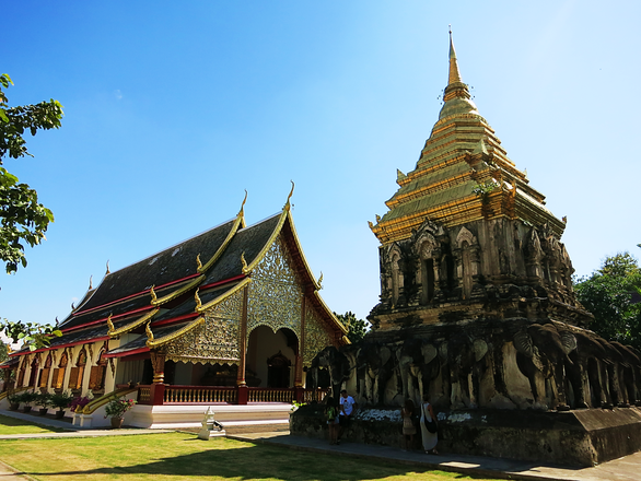 Chedi Chang Lom (Elefanten-Chedi) im Wat Chiang Man
