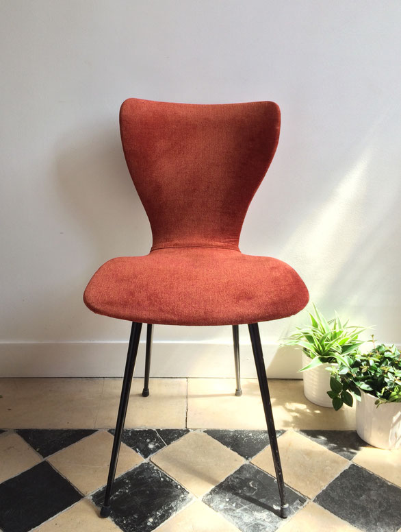 Joli, Arne Jacobsen, series 7, chaise rouge, chaise vintage