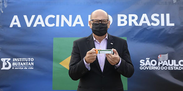 Presentation of the CoronaVac product (for now in a bottleneck) in Brazil (source Wikicommons)