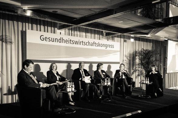 """Podium: """"Die Bundestagswahl ist gelaufen: Was erwartet die Gesundheitswirtschaft?"""" (eigenes Foto)"""