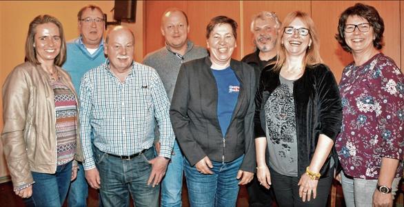 Der aus Vorstand des Gewerbevereins mit (v.l.) Kerstin Stäcker, Ulrich Grothe, Jürgen Miggetsch, Alexander Czerwenka, Susanne Golnick, Peter Heldt, Konny Schwenn und Angela Wolfsteller.