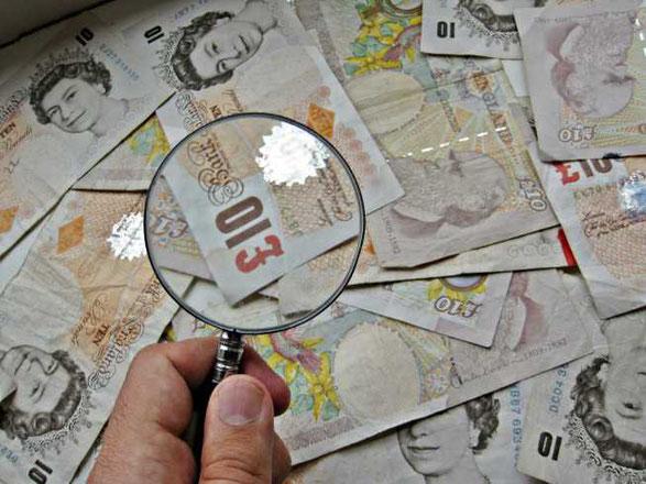 Mit der Lupe auf der Suche nach dem besten Fonds für den Fonds Sparplan