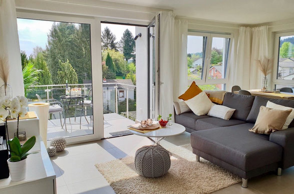 barrierefreie Ferienwohnung Senta für bis zu 2 Personen, Balkon mit Blick über das Saartal