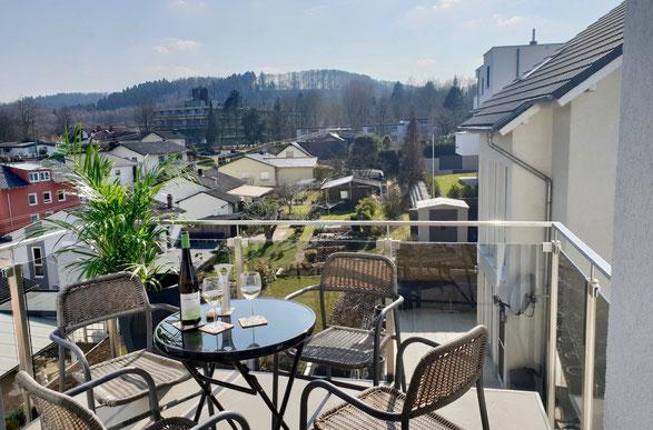 traumhafte Ferienwohnung Maria für bis zu 4 Personen, Balkon, Panoramablick über die Stadt Merzig im Saarland