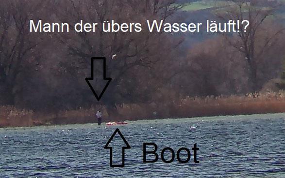 Ein Mann läuft über das Wasser! Ich habe keine Erklärung dafür... Vermutlich war es eine sehr gute optische Täuschung.
