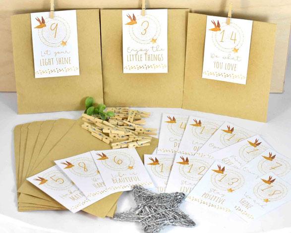 DIY Adventskalender -  1 SET besteht je aus: 24 Kraftpapier Tüten Flach, Größe 13 cm x 9 cm, 3 Bogen A4, 250 g weiß, mit Zahlen Druck zum Ausschneiden, 24 Mini-Holzklammern. Motiv 2