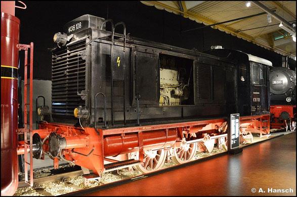 Die BR V36 bezeichnet eine Wehrmachtsrangierlokomotive mit 360 PS, die sowohl bei der DB als auch bei der DR zum Einsatz kamen. Im DB-Museum Nürnberg ist V36 108 zu besichtigen, was ich am 15. Juli 2015 tat