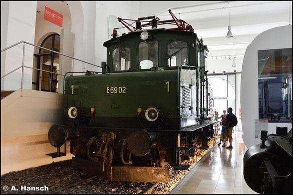 Mit E69 02 ist eine Vertreterin dieser BR im DB Museum Nürnberg erhalten (15. Juli 2015)