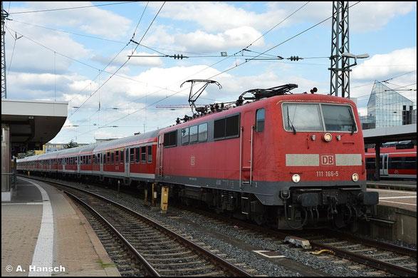 111 166-5 steht am 15. Juli 2015 in Nürnberg Hbf.