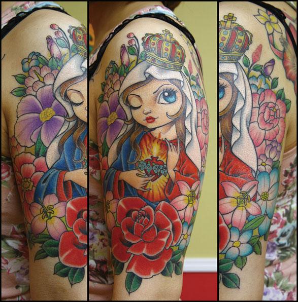 マリアと花のタトゥー