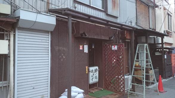 店舗エクステリアリフォーム:店舗用屋根からテラス屋根に交換しました。