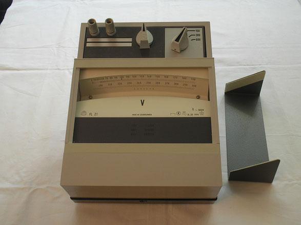 Präzisions Labor Lichtmarken Dreheisen Voltmeter  1989