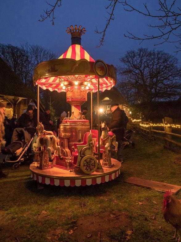 Das Karussell war eines der Highlights für die ganz Kleinen, bei älteren Besuchern kamen Kindheitserinnerungen auf.