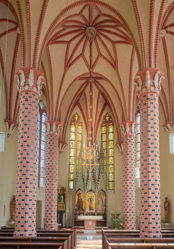 Der Altar der Kirche