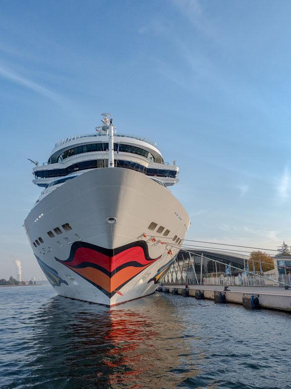 """Die """"AIDA Mar""""an der Pier des Cruisecenters"""