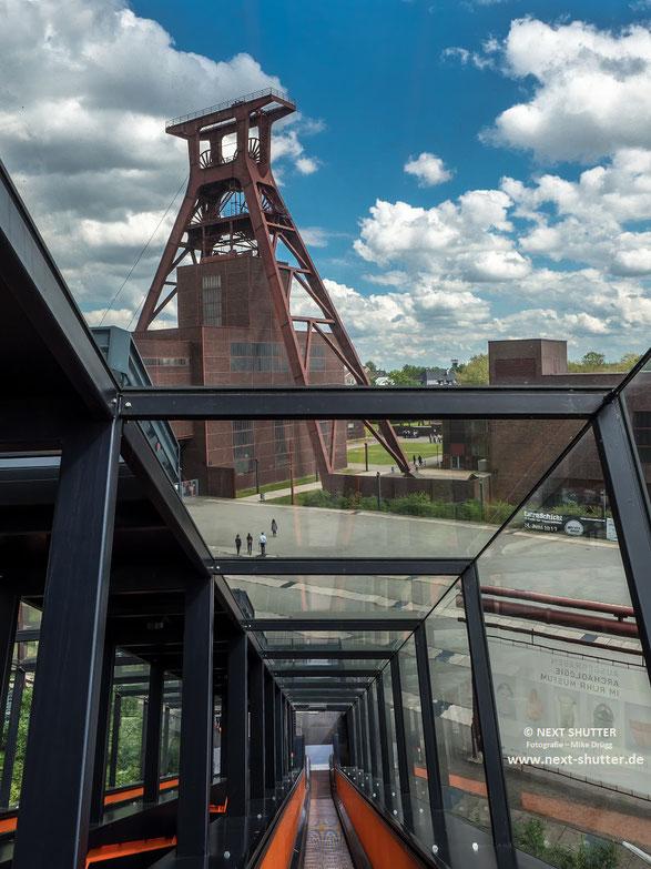 Vom Gebäude der Kohlenwäsche, in dem sich heute auch ein Besucherzentrum befindet, geht es zurück auf das Gelände der Zeche