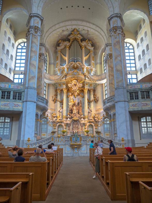 Altar und Orgel der Frauenkirche