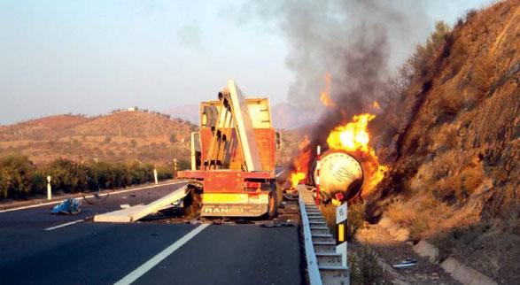 Accidente con incendio de una cisterna de gas natural licuado que originó una gran explosión conocida como BLEVE. Lorca, 20 de octubre de 2011