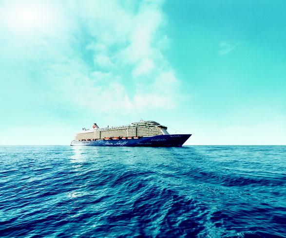 Ibiza-Feeling im Orient // © TUI Cruises