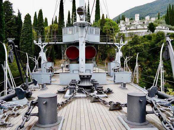 Gardasee: Giardino Vittoriale, das Schiff im Berg Italien