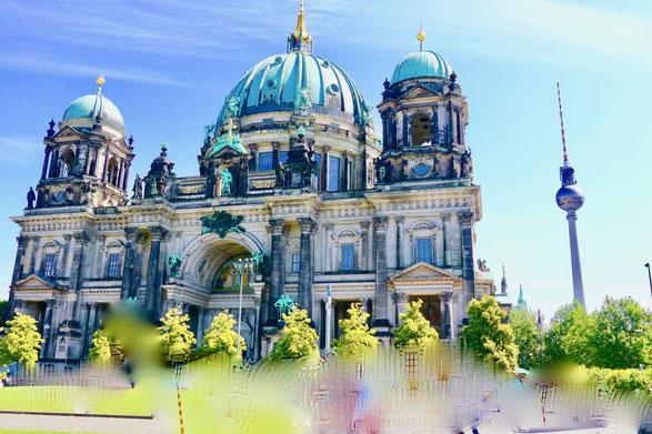 Der Berliner Dom. In der Gruft sind die Gräber und Särge der Hohenzollernfamilie zu besichtigen. Ziemlich gruselig.
