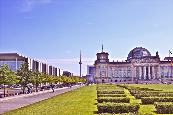 Berlin, paul löbe haus und Reichstag