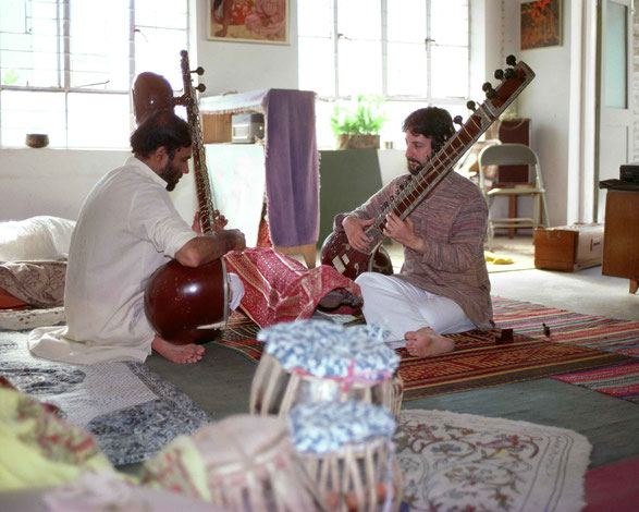 Michael with his sitar teacher Pandit B.Chandavarkar in Pune, India from 1985-86