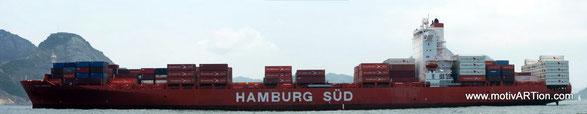 Containerschiff in der Guanabarabucht